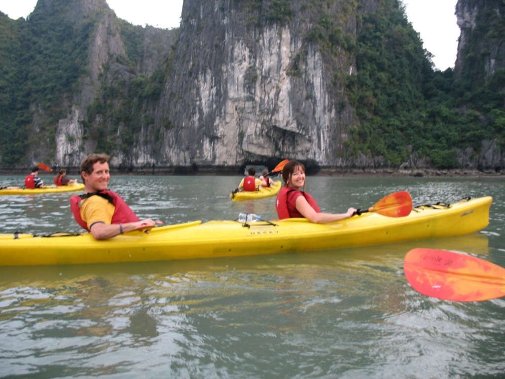 Ha Long junk cruise and heritages in please tour package