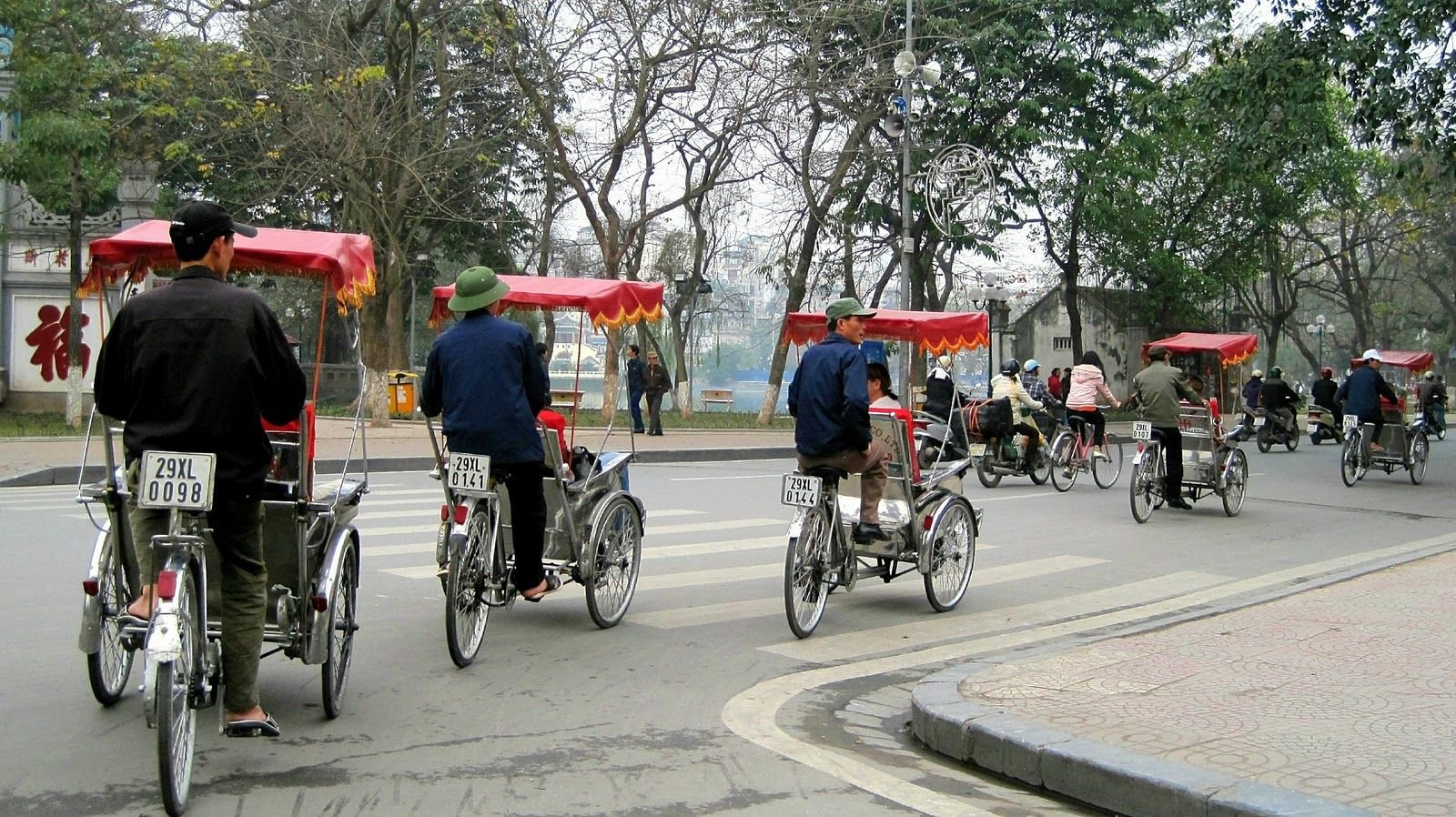 Family vacation from South to North in Vietnam package tour