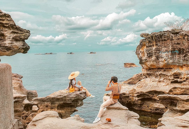 Please tour dành cho bạn trẻ lướt sóng biển đảo